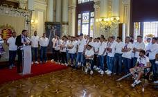 El Ayuntamiento y la Diputación recibe a los jugadores del Real Valladolid