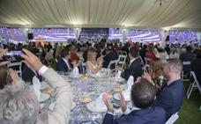 El Pucela celebra sus 90 años con una multitudinaria cena sobre el césped de Zorrilla