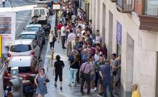 Largas colas en el primer día de venta de abonos del Real Valladolid