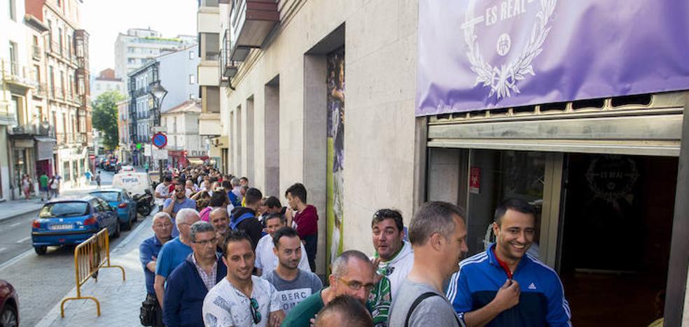 Ilusión desbordada en la apertura de la campaña de abonados del Real Valladolid