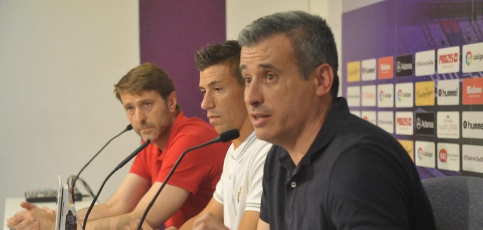 Miguel Ángel Gómez se centra en fichar dos delanteros y un central