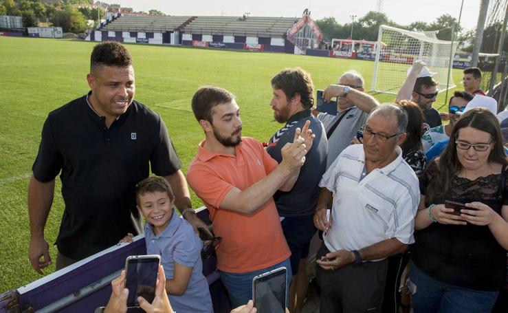 Ronaldo visita Los Anexos en medio de una gran expectación