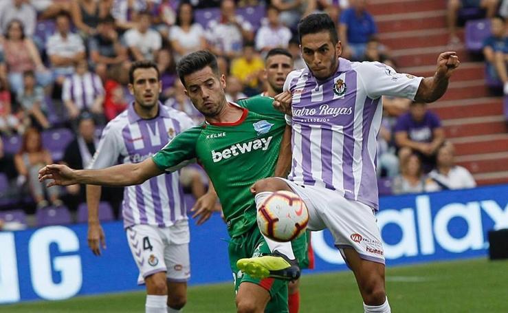 El Real Valladolid cae en el último minuto ante el Alavés (0-1)