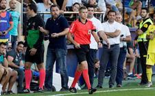 El árbitro del Villarreal-Real Valladolid no debió revisar la mano de Kiko Olivas