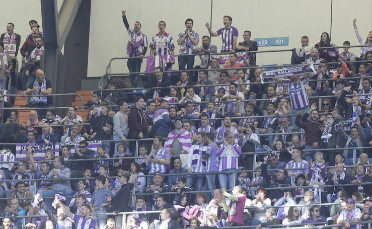 Afición del Real Valladolid en las gradas del Bernabéu