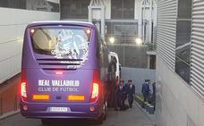 El Real Valladolid llegó al Santiago Bernabéu en su flamante nuevo autobús