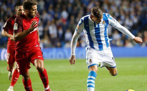 9d3b3413d Imagen del duelo entre la Real Sociedad y el Sevilla disputado en Anoeta la  semana pasada