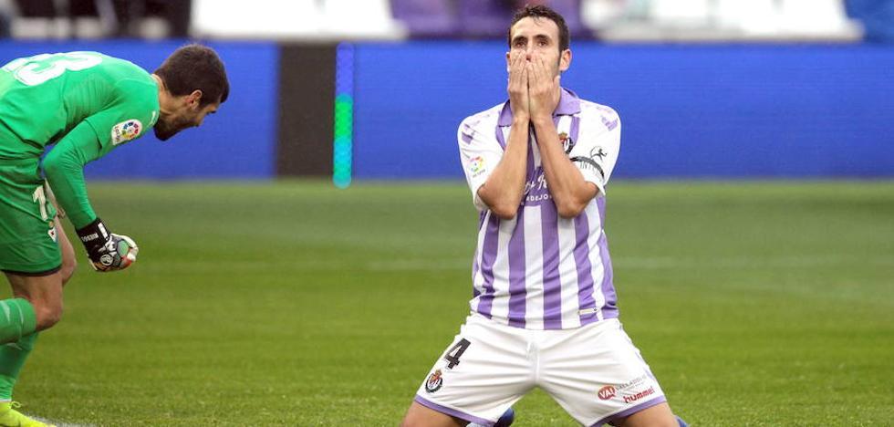 Kiko Olivas sigue sin entrenarse con el Real Valladolid a cinco días de Sevilla
