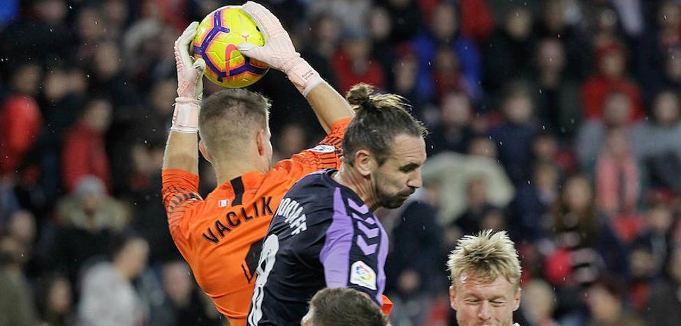 El Real Valladolid reacciona tarde y cae derrotado ante el líder
