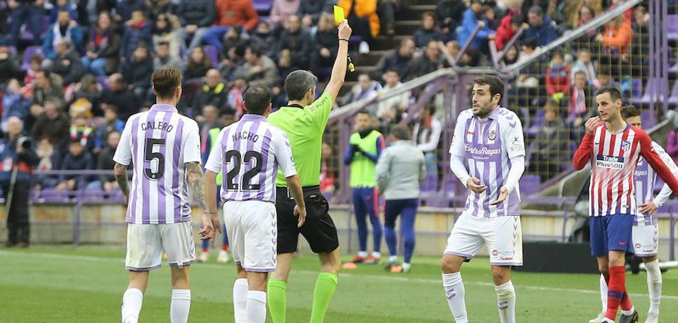 Olivas, central del Real Valladolid: «Pitó penalti después de que le avisaran; él vio la mano y dejó seguir»