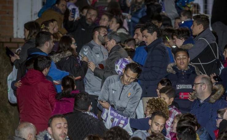 Vuelta al trabajo del Real Valladolid con gran afluencia de público