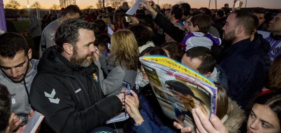 Más de 2.000 aficionados abarrotan los Anexos en la vuelta al trabajo del Pucela