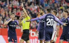 Las siete decisiones arbitrales que indignan a la afición del Real Valladolid