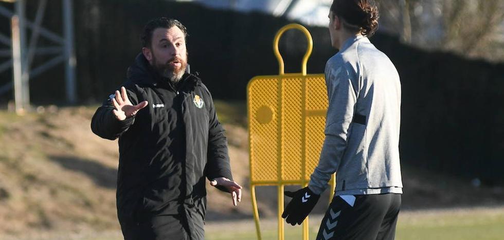 El Real Valladolid ensaya el sistema de tres centrales para su visita al Nou Camp