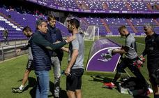 El Real Valladolid entrena a puerta abierta para sus aficionados en el estadio Zorrilla