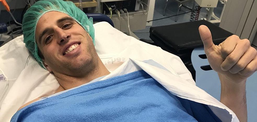 Pablo Hervías pasa con éxito por el quirófano