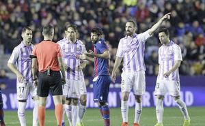 El Real Valladolid jugará sin red en el centro del campo en Vitoria con Míchel y Borja