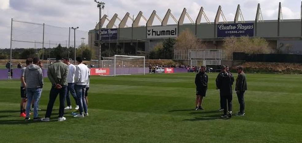 Jugadores y técnico del Carramimbre muestran su apoyo al Real Valladolid