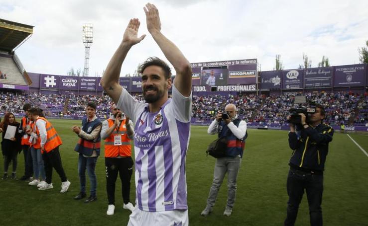 Jugadores y aficionados celebran la permanencia del Real Valladolid
