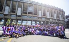 Aficionados del Real Valladolid en el Santiago Bernabéu
