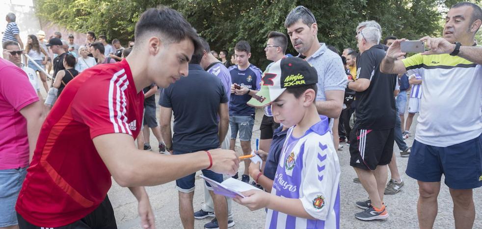 El Real Valladolid inscribe a Álvaro Aguado y cede a Chris Ramos al Badajoz