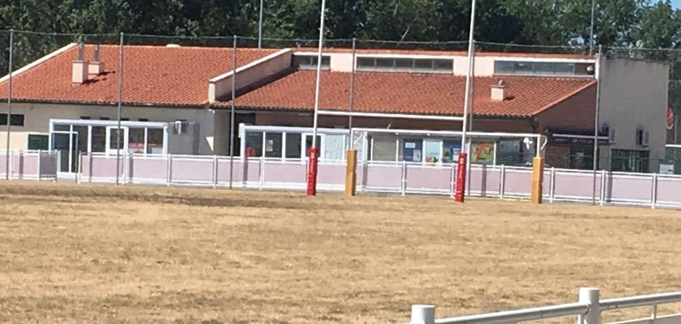 Los campos de rugby de Arroyo presentan un aspecto muy deteriorado