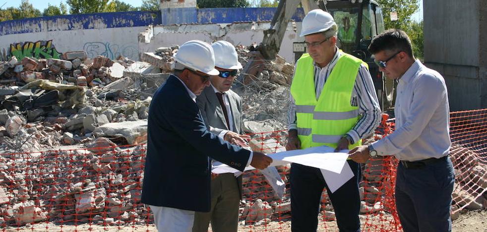 Primeras demoliciones en la parcela de Smurfit de Arroyo