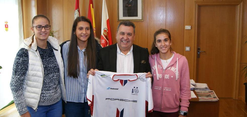 Arroyo acoge los entrenamientos de tres campeonas del mundo de padel