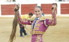 «Me siento honrada de estar acompañada de tantas figuras del toreo en Arroyo»