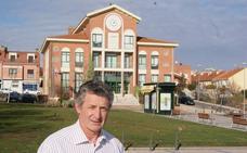 Sarbelio Fernández pide «tranquilidad» tras su destitución como concejal de Arroyo