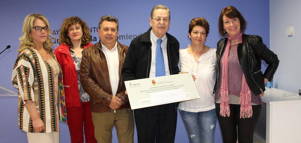 La acción solidaria del Día de la Mujer en Arroyo aporta más de 4.000 euros a la AAEE