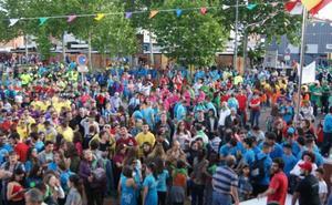 Las peñas llenan de color La Flecha en un multitudinario inicio de fiestas