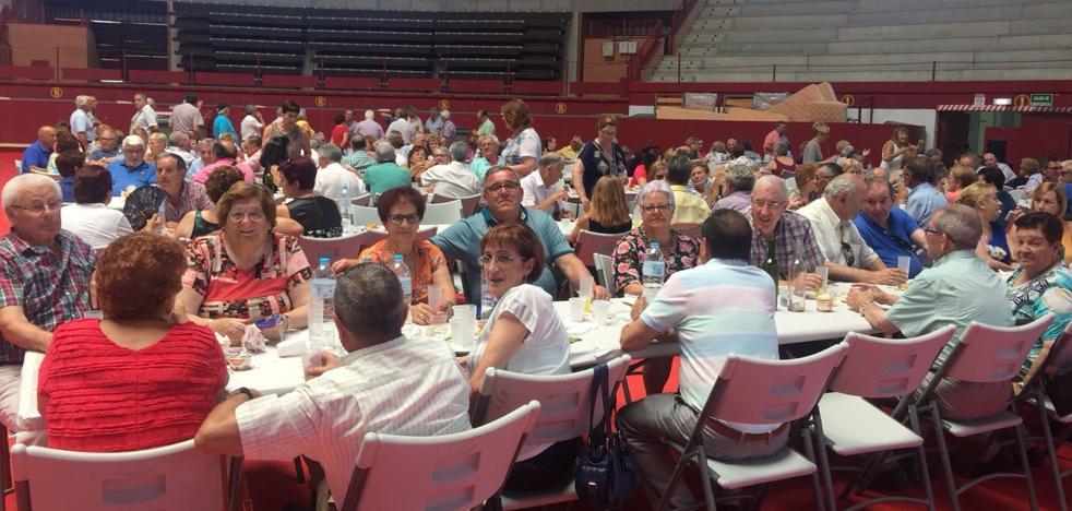 Los abuelos de Arroyo celebran su día con actividades conjuntas