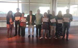 Arroyo clausura los cursos del programa mixto de formación dual 'Pavimentos y albañilería de urbanización'