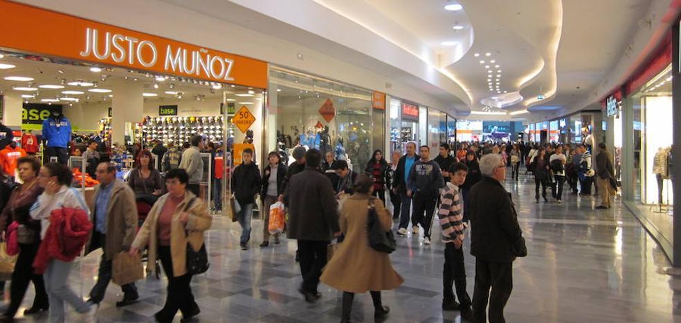 RÍO Shopping da la cara contra el cáncer de mama colaborando un año más con la AECC