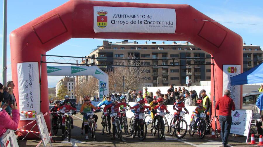 Más de 200 ciclistas participan en la III Carrera del Pavo de Arroyo