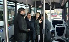 Presentación nuevos autobuses transporte en Arroyo de La Regional