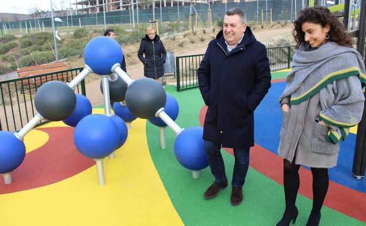 Inauguración parque infantil en Las Lomas, muro en el Jardín Botánico y parque canino de La Vega