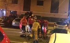 Los bomberos liberan a una mujer tras volcar con su coche en La Flecha