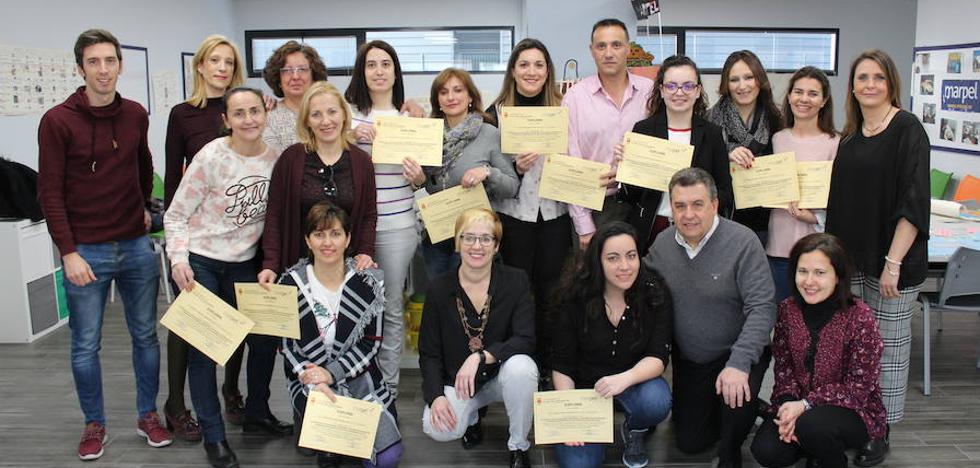Concluye con éxito el curso de atención sociosanitaria para dependientes en Arroyo
