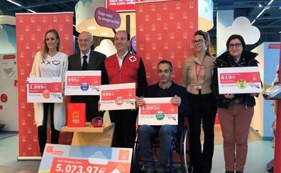 RÍO Shopping entrega la recaudación de su ludoteca infantil a Cruz Roja