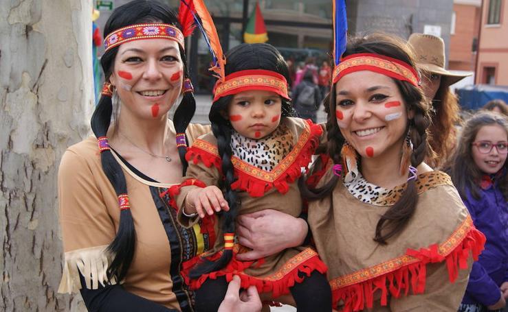 Desfile de disfraces por Carnavales en Arroyo