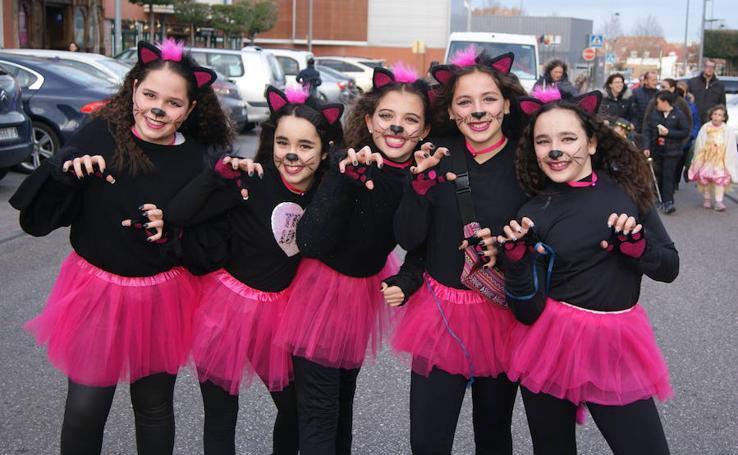 Desfile de disfraces de Carnaval por las calles de La Flecha