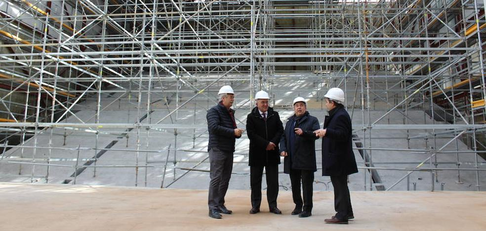 El presidente de la Diputación de Valladolid y el alcalde de Arroyo visitan las obras de la Casa de la Música y el Teatro
