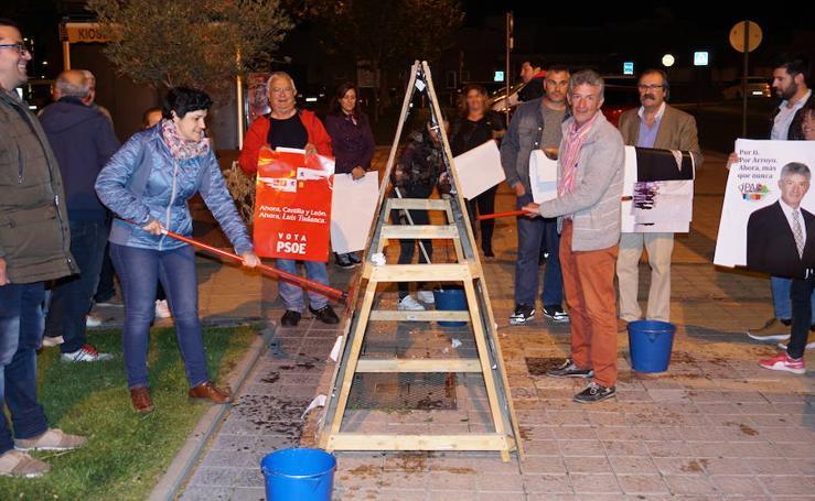 Pegada de carteles e inicio de la campaña de las elecciones municipales en Arroyo de la Encomienda
