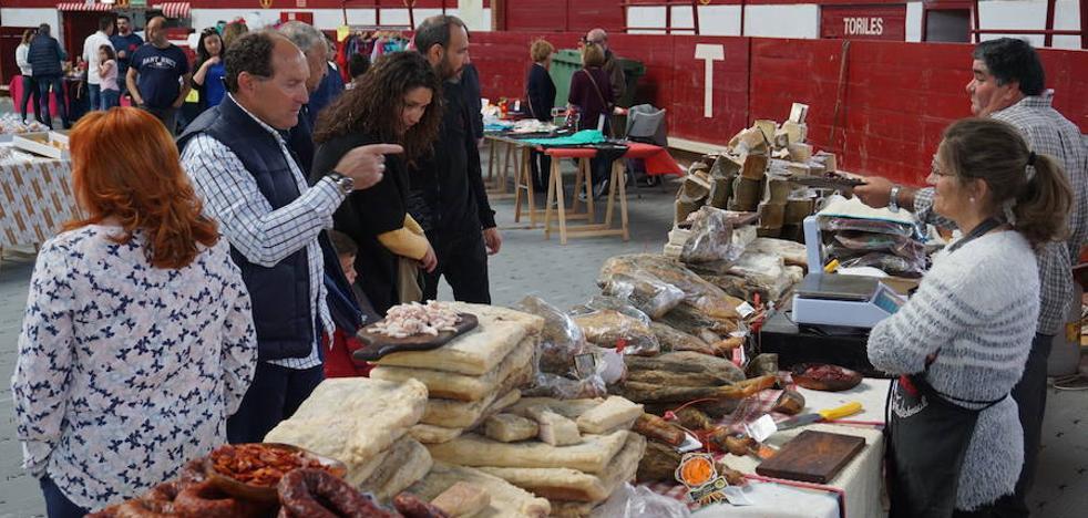 El Mercado de Arroyo alcanza el verano con una paellada