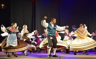 Arroyo acapara el folclore y la danza