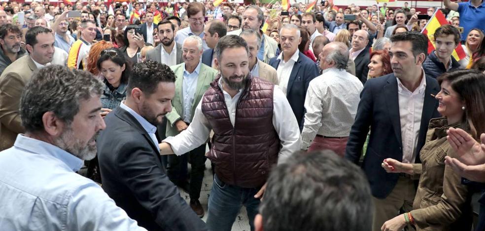 Santiago Abascal se postula en Arroyo como única alternativa de Gobierno en España «frente al centralismo de PP, PSOE y C´s»