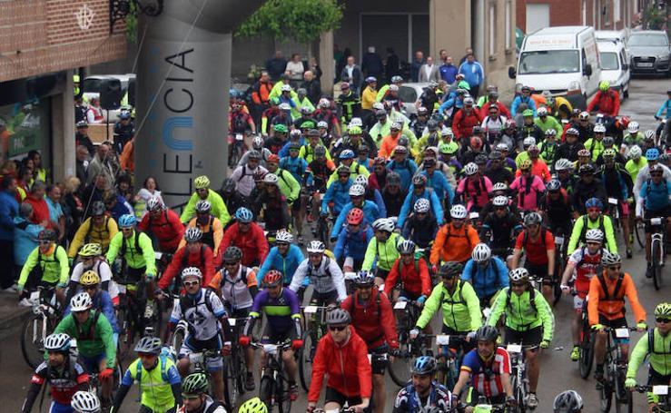 Ciclistas toman el Canal de Castilla