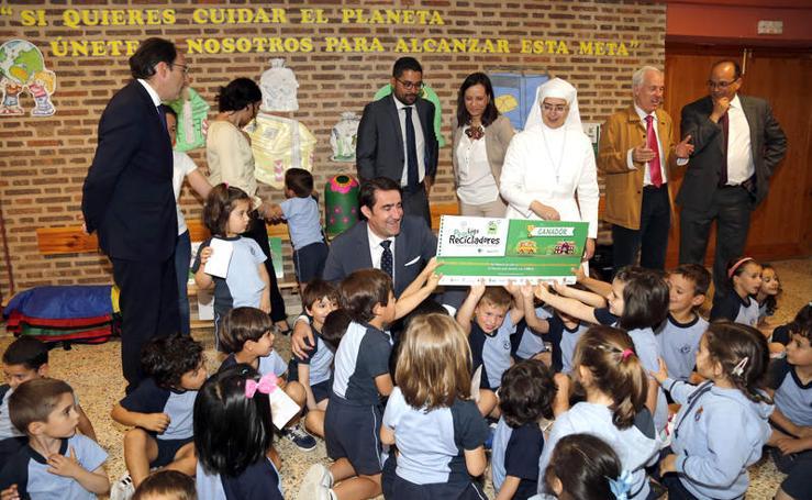 El colegio Corazón de María de Palencia recibe el premio 'Peque Recicladores'